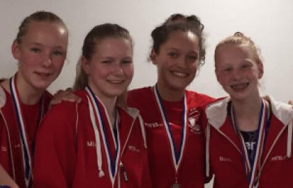 Medailleregen voor zwemmers van Het Ravijn
