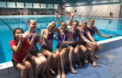 Succesvolle Districtswedstrijd voor de Synchroonzwemsters!