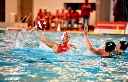 Waterpolodames van Het Ravijn in de halve finales uitgeschakeld